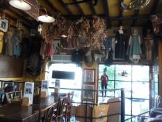 På det spøjse ølværtshus Poechenellekelder/The peculiar beer pub Poechenellekelder