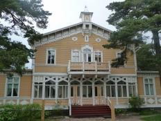 Hanko er kendt for mange flotte trævillaer/Hanko is known for many beautiful wooden houses