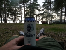 En øl på campingpladsen/Having a beer at the camp site