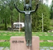 Krigsmindesmærke på kirkegården/War memorial on the cemetary