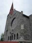 Domkirken af råt tilhuggede kampesten/The cathedral built of roughly hewn boulders