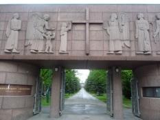 Indgangsportalen til Kalevankangas-kirkegården/The gateway to Kalevankangas cemetary