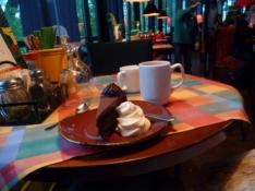 Aftenkaffe og chokoladekage på cafeen Rosso/Coffee and chocolate cake at café Rosso