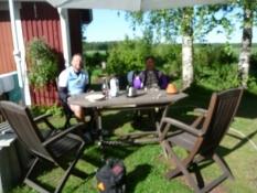 Morgenmad i Salminens have/Enjoying breakfast in Salminenʹs garden