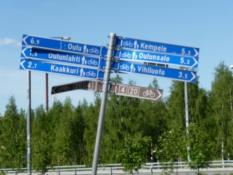 Omfattende, men hærget skiltning syd for Oulu/Comprehensive, but battered cycle signs south of Oulu