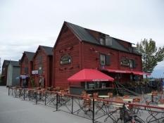 De gamle saltlagre er i dag restauranter/The old salt stocks are now restaurants