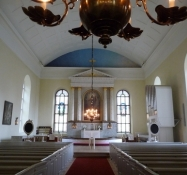Et uhøjtideligt interiør skaber højtidelighed/Unceremonial interior creates a ceremonial atmosphere