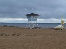 Sandstranden inviterer ikke til et havbad/The sandy beach does not invite to a bath in the sea