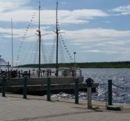 Skib i havnen ud til Bottenviken/Ship in the harbour at the Bothnian Bay