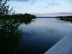 Tæt på midnat i den kolde nordfinske sommer/Close to midnight in the cold summer of Northern Finland