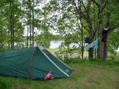 Romantisk sted for to ned til floden/Place for some tent romance down by the riverside
