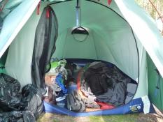 Det roder godt inden i teltet/Inside the tent itʹs a mess
