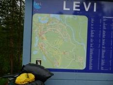 En tavle fortæller om skisportsstedet Levi/A roadside board tells about the ski resort of Levi