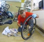 Cykelsmeden er gået i gang med sit arbejde/The cycle repairer has begun working
