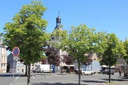 Kirche und Marktplatz in Ancenis