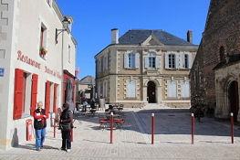 An der Kirche in Savennières