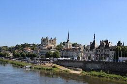 Blick auf Saumur von der Loire-Brücke