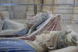 Abteikirche in Fontevraud, Grabmal von Eleonore von Aquitanien und Heinrich II. von England