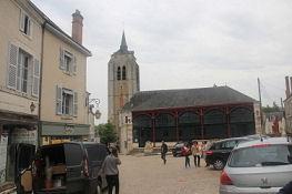 Beaugency, Markthalle und Turm der ehem. Kirche Saint-Firmin