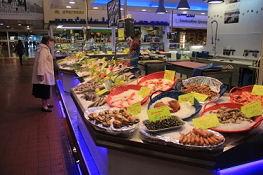 Fischangebot in den Markthallen, Orléans
