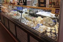 Käseangebot in den Markthallen, Orléans