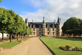 Nevers, Schloss