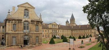 Cluny, Kloster mit Turm der Kirche