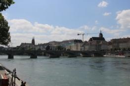 Basel vom Radweg am rechten Rheinufer