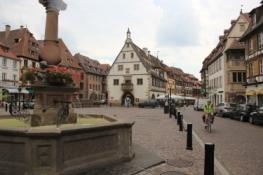 Obernai, Marktplatz mit ehemaligem Kornhaus (Halle aux blés)