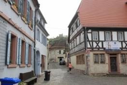 Hambach, im Hintergrund das Schloss