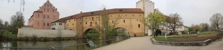 Amberg, Stadtbefestigung im Süden der Altstadt mit ʺStadtbrilleʺ und kurfürstl. Schloß