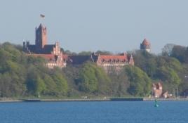 Flådeskolen i Mørvig set henover Flensborg fjord/The Muerwik naval academy seen across the fiord