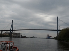 Højbro over Harburgs havneindløb/A high bridge across Harburgʹs harbour entrance