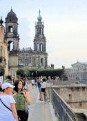 Dresden, Brühlschen Terrasse mit Hofkirche und Semperoper
