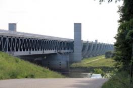 Wasserstraßenkreuz Magdeburg, Trogbrücke