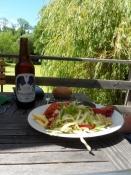 Økologisk mad og øl på cafeens terrasse/Ecological food and beer on the café terrace