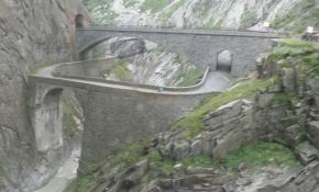 Schöllenenschlucht, alte Teufelsbrücke und neue Teufelsbrücke
