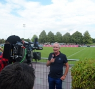 TV-hold på Bayern Münchens træningsanlæg/TV crew at FC Bayernʹs training grounds