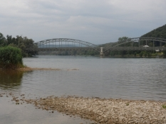 Her er Aares sammenløb med Rhinen/The Aare tributary flows into the Rhine her