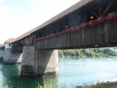 Den smukke overdækkede træbro/The beautiful covered wooden bridge