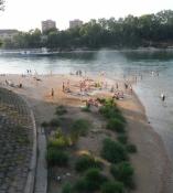 Badestrand ved floden lige uden for Basel/A beach on the riverside just outside Basel
