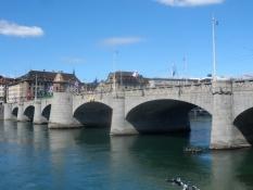 Ved Mellemste Bro bliver Høje Rhin til Øvre Rhin/At the Middle Bridge High Rhine becomes Upper Rhine