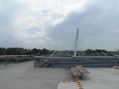 På den flotte bro til lette trafikanter over Rhinen/On the posh pedestrian bridge across the Rhine