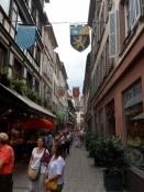 Stemning i de små gyder i den gamle bydel/The mood of an old city is felt in the narrow alleys