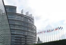Det nye Europaparlament er en enorm bygning/The new European parliament is a massive building