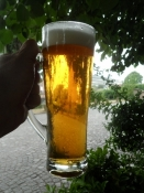 Men det var skønt med en kølig øl på en hed dag/But a pint of lager was great on this hot day