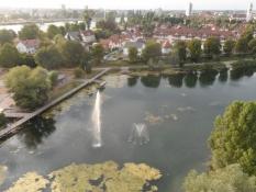 Kig ned i en park med Kehl i baggrunden/A view down on a park with Kehl in the background