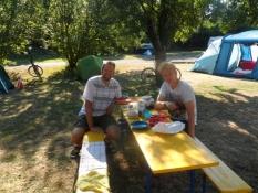 Morgenmad på campingpladsen i Karlsruhe/Breakfast on Karlsruhe campsite