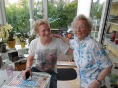 Simon og Volkers mor på 90 år/Simon and Volkerʹs Mum. Sheʹs 90