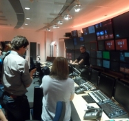 Et kig ind i nyhedsafviklingen/A glance into the news control room